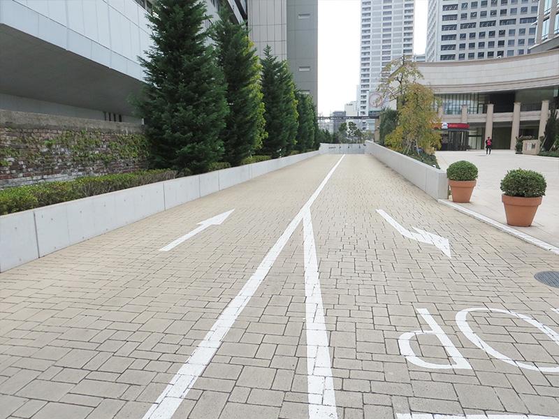 地下駐車場への車路